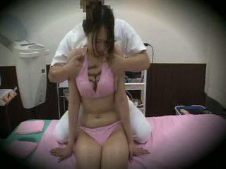 Spycam reluctant flicka massagen kön 1