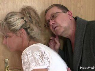 他 leaves 和 sensuous parents seduces 他的 辣 nymph