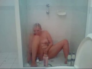Teen Under Shower Shave Pussy