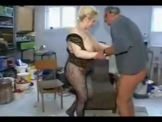 طيز سالب ناعم منبطح على بطنه Xvideos Com