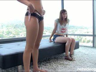 Burvīgas pusaudze does a porno pārbaude skrējiens omfg