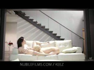Aiden ashley - nubile filmy - lezbické lovers zdieľať zlaté pička juices