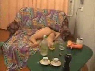 Guys йти занадто далеко з п'яна коледж дівчина відео