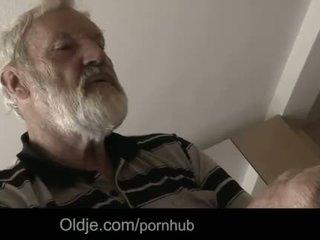 """Bearded vectēvs sperma uz tinaãâ²ãâ'ã¢â""""â¢s jauns mute"""