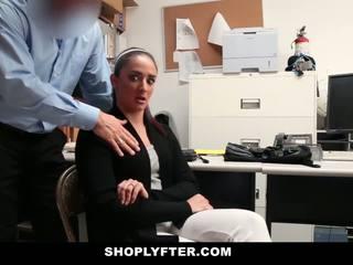 Мама, дъщеря заловени и прецака за stealing