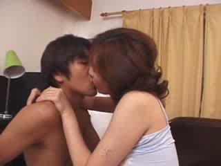 Japans stiefmoeder misbruikt door geil husbands zoon video-