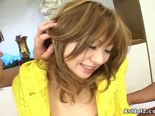 Avidolz: japonais salope baisée par two en chaleur guys