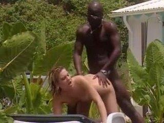 Blanc femme fucks avec français noir en jamaïque