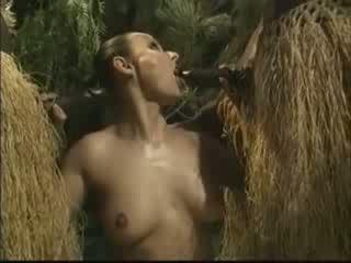 Африканки brutally прецака американски жена в джунгла видео