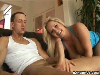Rachel amor juntos em torno de dela pair de peitos