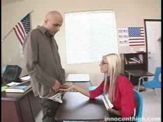 Kõhn lits fucks the õpetaja
