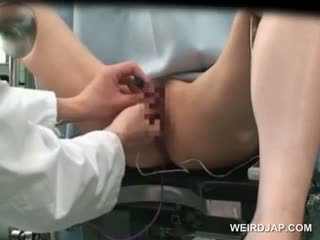 एशियन cutie gets पुसी vibed पर the gynecologist