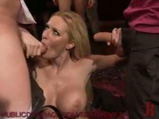 Sexy servant gets geneukt door de party