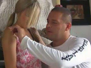 Gaja teases taut rosa cona com dela fingers