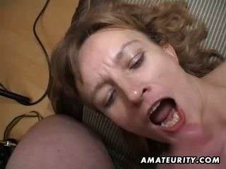 Amatir milf gets dia bokong dan alat kemaluan wanita toyed dan air mani