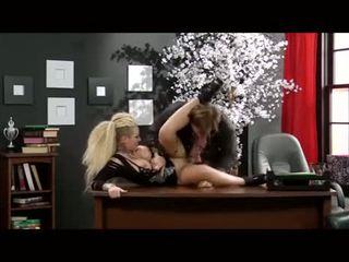 Christy mack מזוין ב a משרד