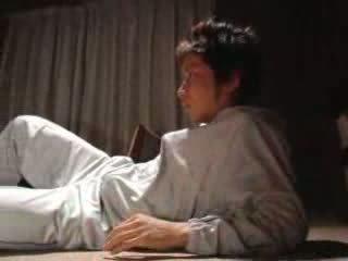 Japońskie chłopak fucks jego krok matka wideo