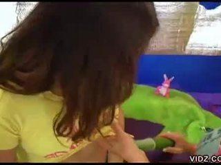Geil jong sluts spelen met veggies