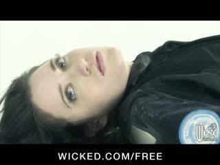 Aiden starr - horizon dvd scène 6 - rondborstig lesbiennes met harig poesje finger neuken