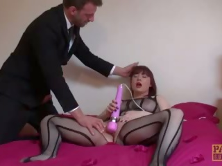 Deepthroated brit slut masturbasi