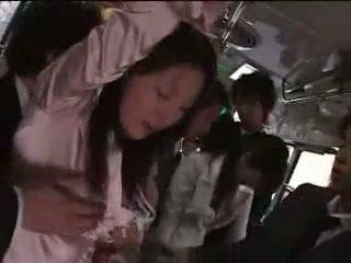 Japānieši meitene piespiedu par vilciens