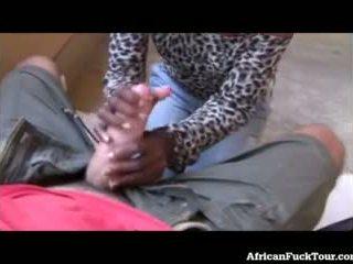 Čiulpimas nuo afrikietiškas mergaitė į viešumas!