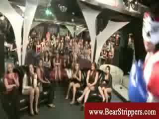 Cfnm boksen stripper in vrouwen spelletje