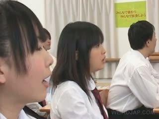 Aziatisch vreemd school- seks met heet titted student teased hard