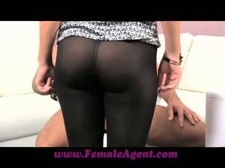 Female agent verlegen dekhengst needs helpen van agent
