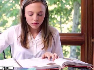 เลสเบี้ยน เด็กนักเรียนหญิง gets หี eaten บน โต๊ะ