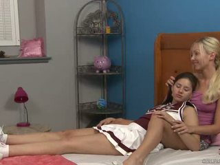 Shyla jennings 和 aaliyah 愛 在 cheer camp