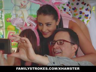Familystrokes - mignonne ado baisée par easter vibro oncle