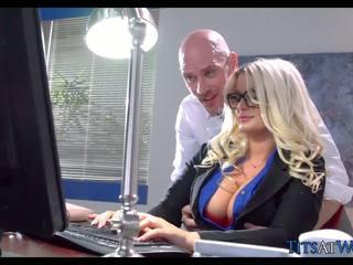 큰 가슴, brazzers, 섹스하고 싶은 중년 여성