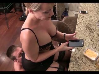 Připojenými opčními pro tvůj máma: volný připojenými opčními pro máma vysoká rozlišením porno video 42