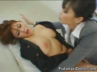 Futanari tastes pačių sperma!