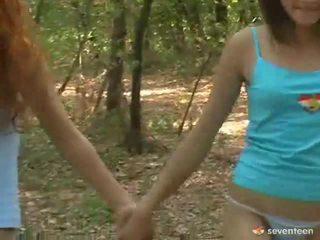 مثلي الجنس نساء مراهقون داخل ال غابة