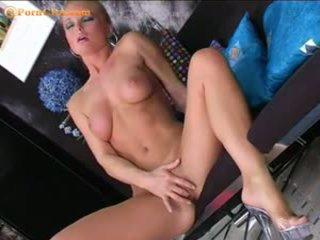 Silvia saint masturbates dengan dia baru penggetar