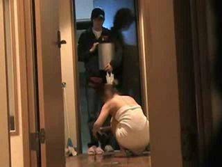 Japoniškas žmona answers durys nuogas 2