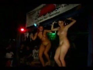 Meisjes going wild op jamaica vakantie 2