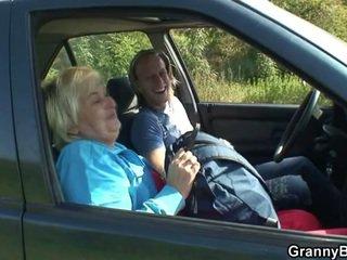 vecmāmiņa, mājsaimniece, auto