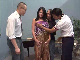 세 운이 좋은 guys licking 한 예쁜 인도의 아내
