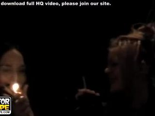 Wild rock tonen en ontzagwekkend oraal seks video-