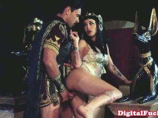 Cleopatra zkurvenej další roman dude