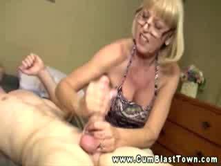 Milf loves haar babe studs lul zo ze kan krijgen haar sperma