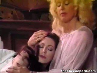 Makaluma lesbiyan chicks matamis pakikipagtalik sa ang bed