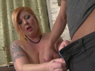 Junge fucks und cums auf süß mutter mit saggy titten: hd porno c4