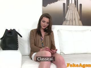 Fakeagent हॉट युवा बेब wants को मिलना रिच तेज साथ मुखमैथुन और फक्किंग