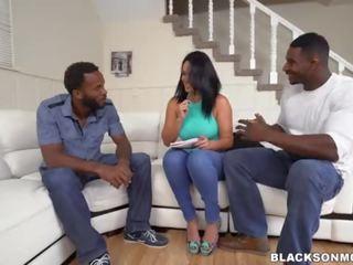 2 melnas dicks par māte