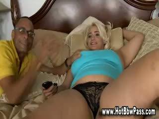 Bbw γυναίκα flirting και τσιμπουκώνοντας καβλί