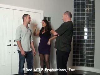 Huisvrouw overspel haar echtgenoot met een werker